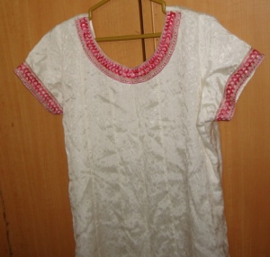 pink stone emb on white crepe tunic