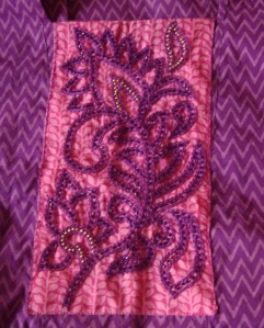 violet beads on pink yoke-yk det