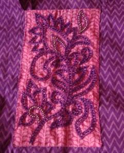 violet beads on pink yoke-yk det