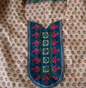 blue yoke on printed white tunic detail